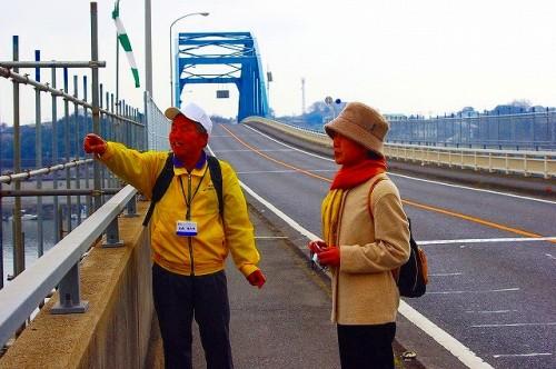 春です。源平古戦場を見下ろす源平大橋を歩くと快適ですよ