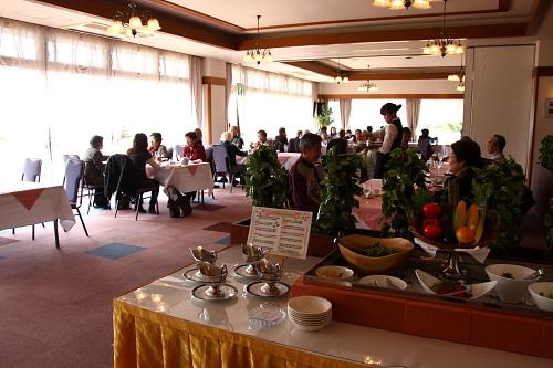 満員のレストラン