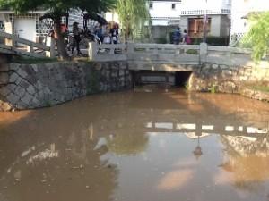 「倉敷美観地区」の川掃除活動