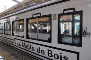 瀬戸大橋線を走る観光列車「ラマルドボア」