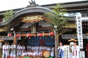 鴻八幡宮祭りばやし保存会による朝間地区しゃぎり演奏