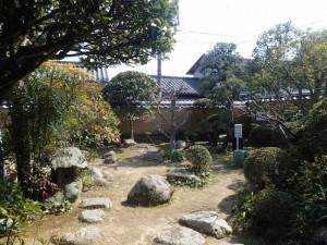 3、薄田泣菫庭