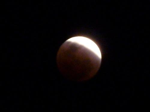 皆既月食と倉敷の夜景 2011