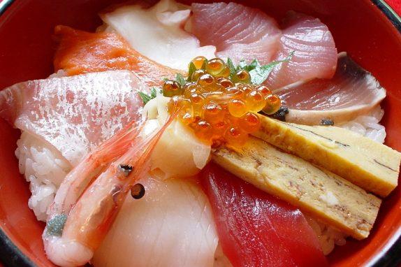倉敷にきんさったら、千成の「倉敷海鮮丼」をたべにゃーおえまー
