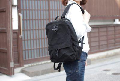 帆布と牛革の上品なバッグ