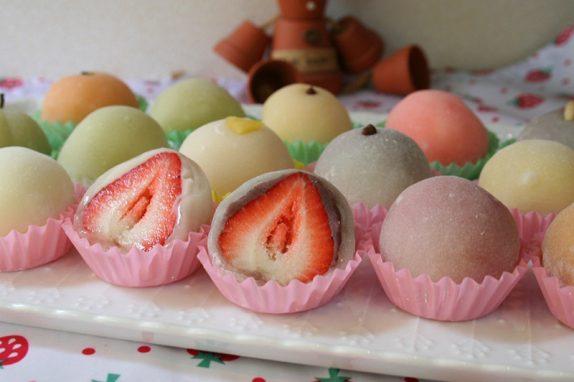 大粒のイチゴに甘味をおさえたあんで仕上げた「いちご大福」は作り始めた当初から変わらぬ人気