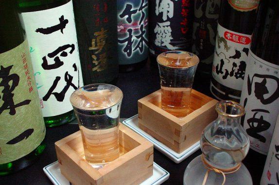 日本各地の日本酒や岡山の地酒をたくさん取り揃えています