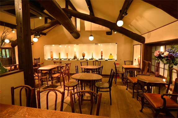 エミール・ガレの作品を展示したギャラリー&カフェでゆっくり休憩を...
