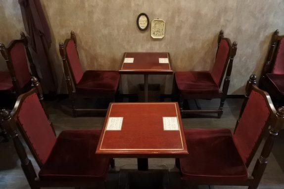 純喫茶の趣を残したカフェスペース。