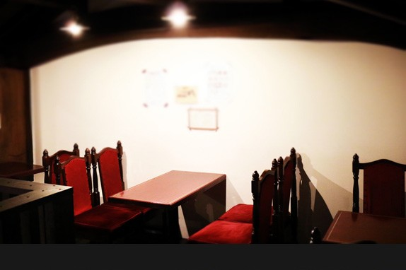隠れ家的な2Fのカフェスペースでゆったりとした時間を。