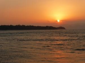 初日の出と瀬戸大橋を遊覧船でクルージングの写真1