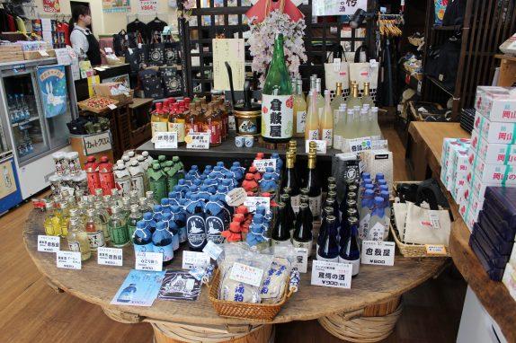 青い地ビールなど、珍しいお土産がいっぱい!