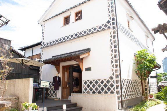 林源十郎商店内に店舗を構えています。