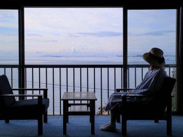 瀬戸内海の波の音が聞こえます。