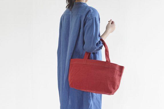 バッグの中に目隠しカバーがついており、細々とした荷物を隠せます。